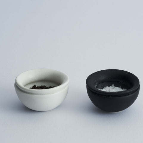 salt and pepper ceramic pots