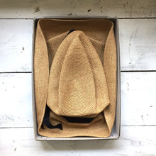Mature ha. boxed hat