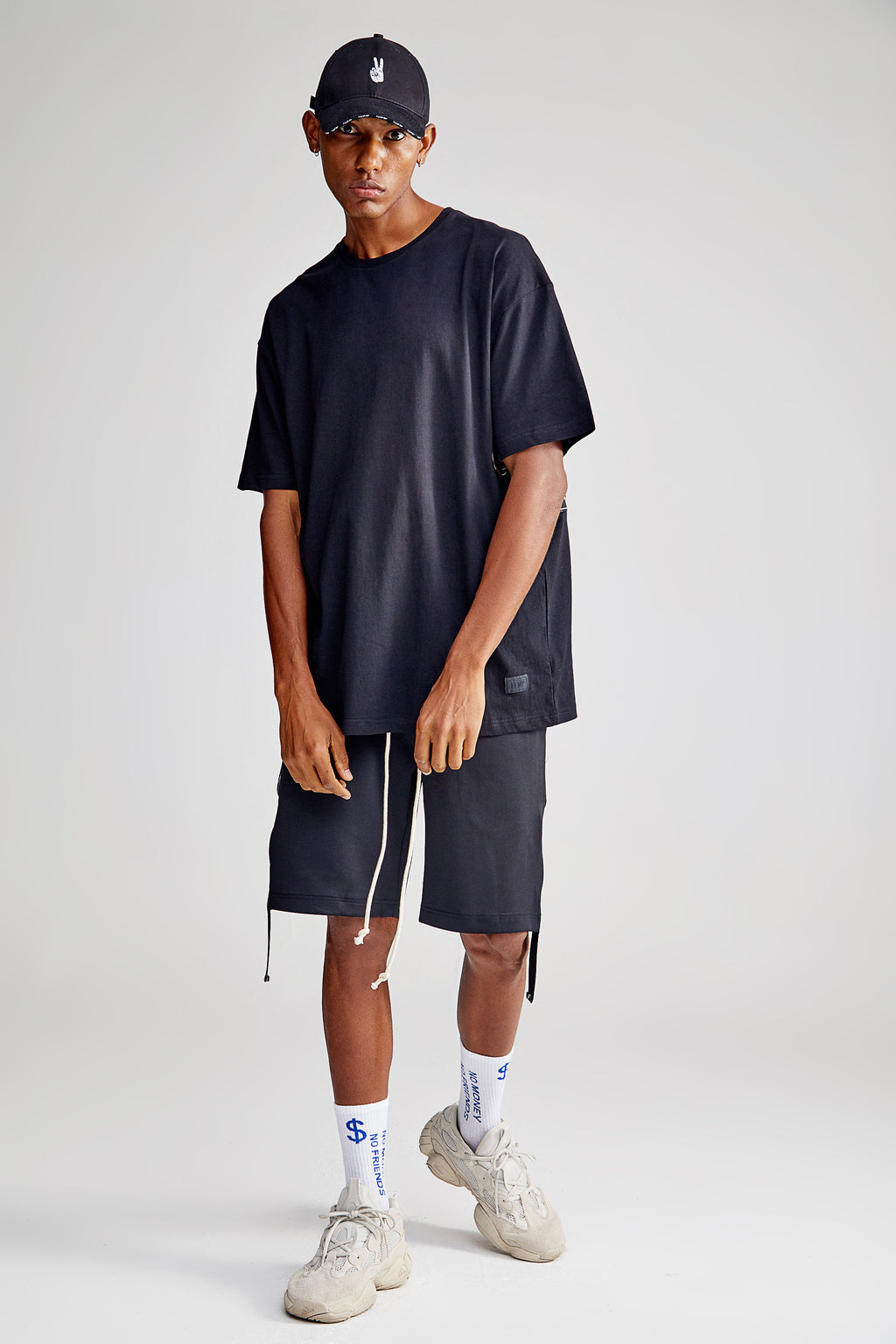 LOOPER OVERSIZED BLACK T-SHIRT