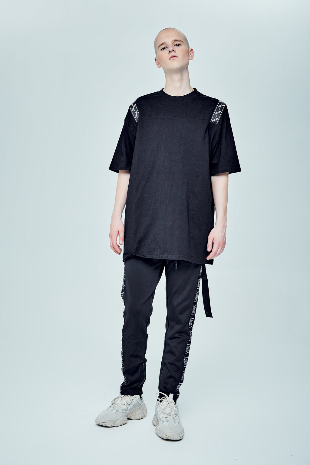 CALDWELL OVERSIZED BLACK T-SHIRT