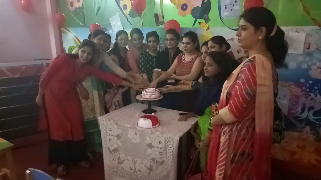 Live cake decoration in The Champ Play School Faridabad