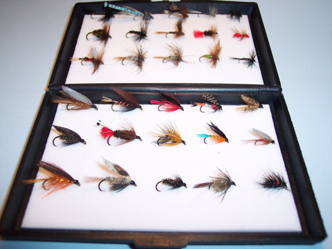 15 DRY & 15 WET Single Trout FLIES in a free Plastic Fly Box Ideal XMAS GIFT from FLYMAKERS
