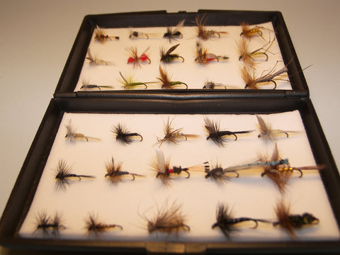 30 DRY Single Tout Flies in a free Plastic Fly Box ideal GIFT from FLYMAKERS