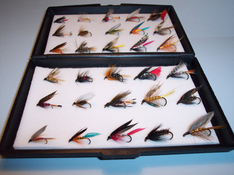 30 Wet SingleTROUT FLIES in a Free Plastc fly box Would make a ideal XMAS GIFT