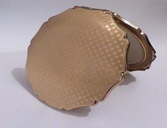 Rare vintage Stratton compacts   QUEEN ( WITH COMPLETE INNER LID ) 1957 / 1958 - The Vintage Compact Shop