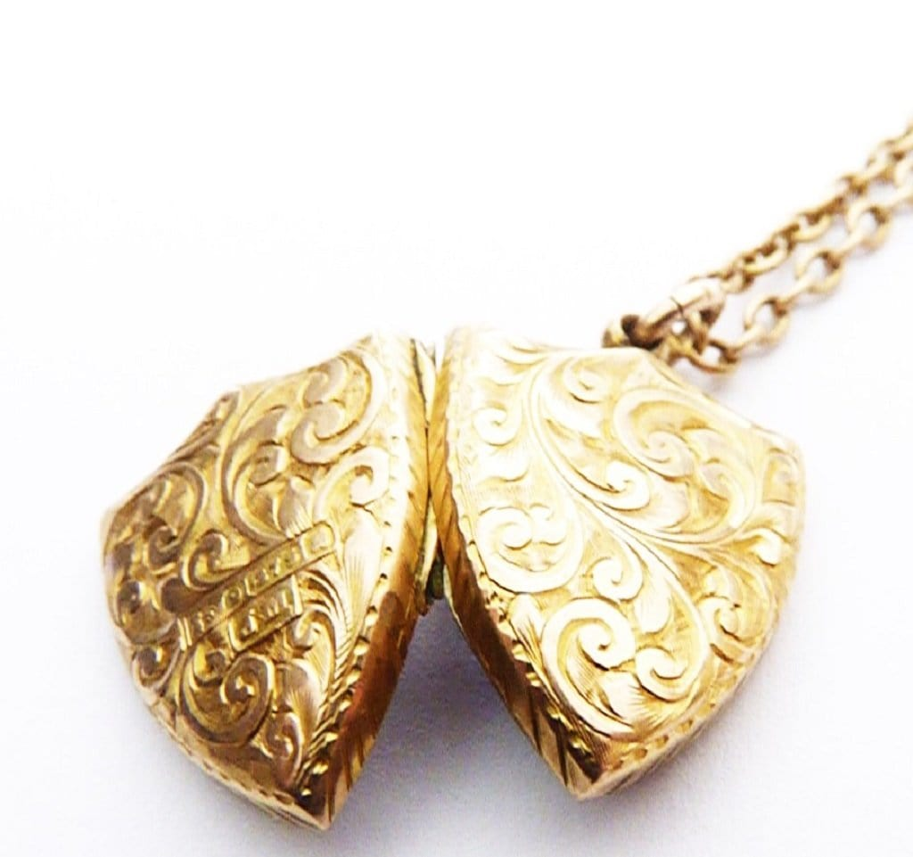 9ct Gold Locket Pendant Necklace