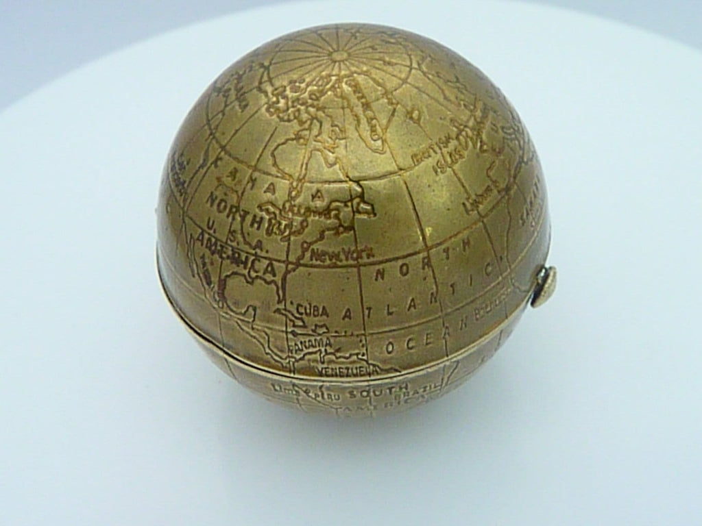 Pygmalion Map Of The World Globe Compact Mirror