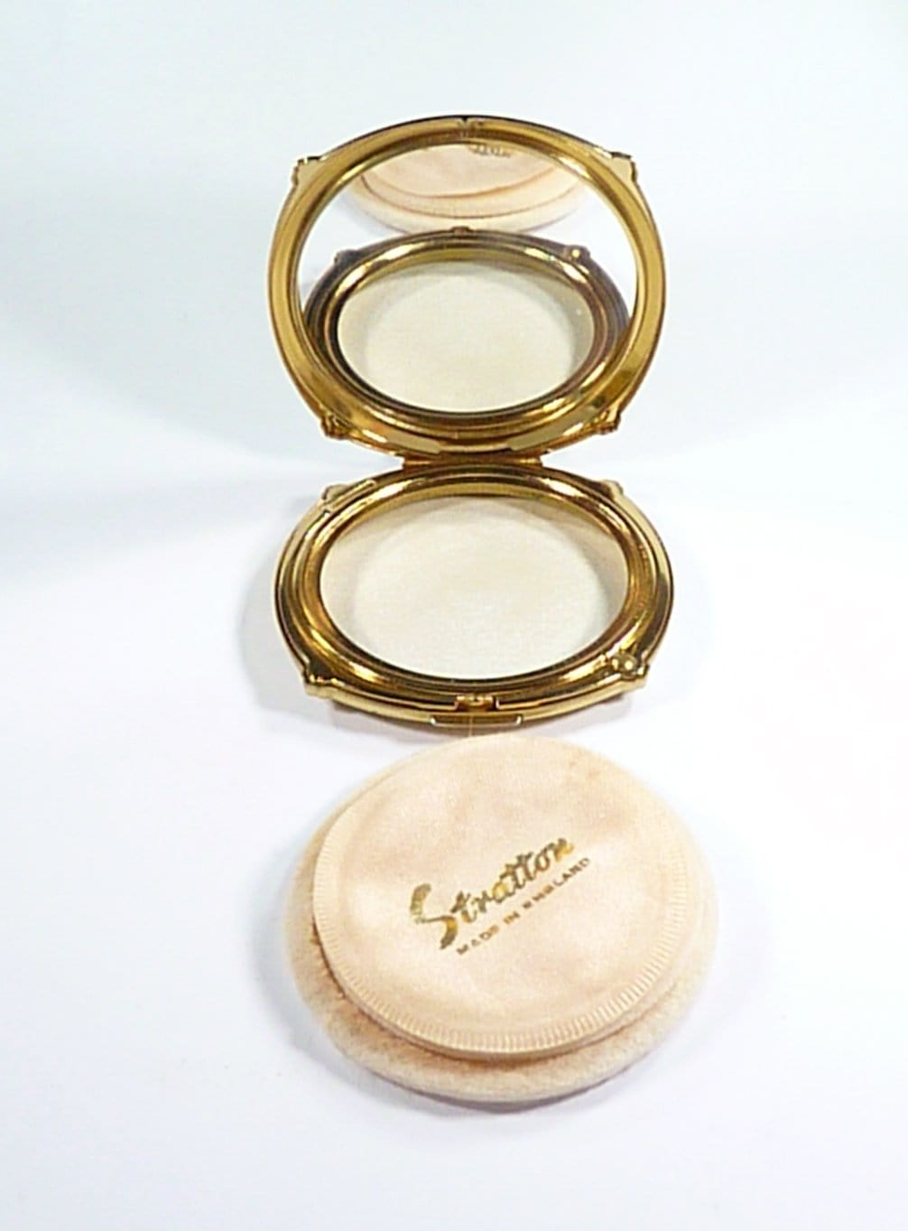 Refillable Compressed Powder Compact