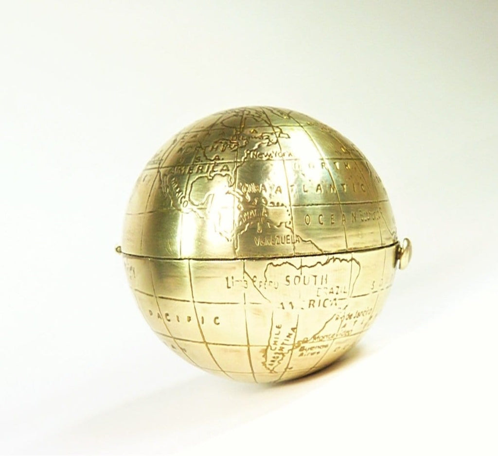 Round Map Of The World Vintage Compact