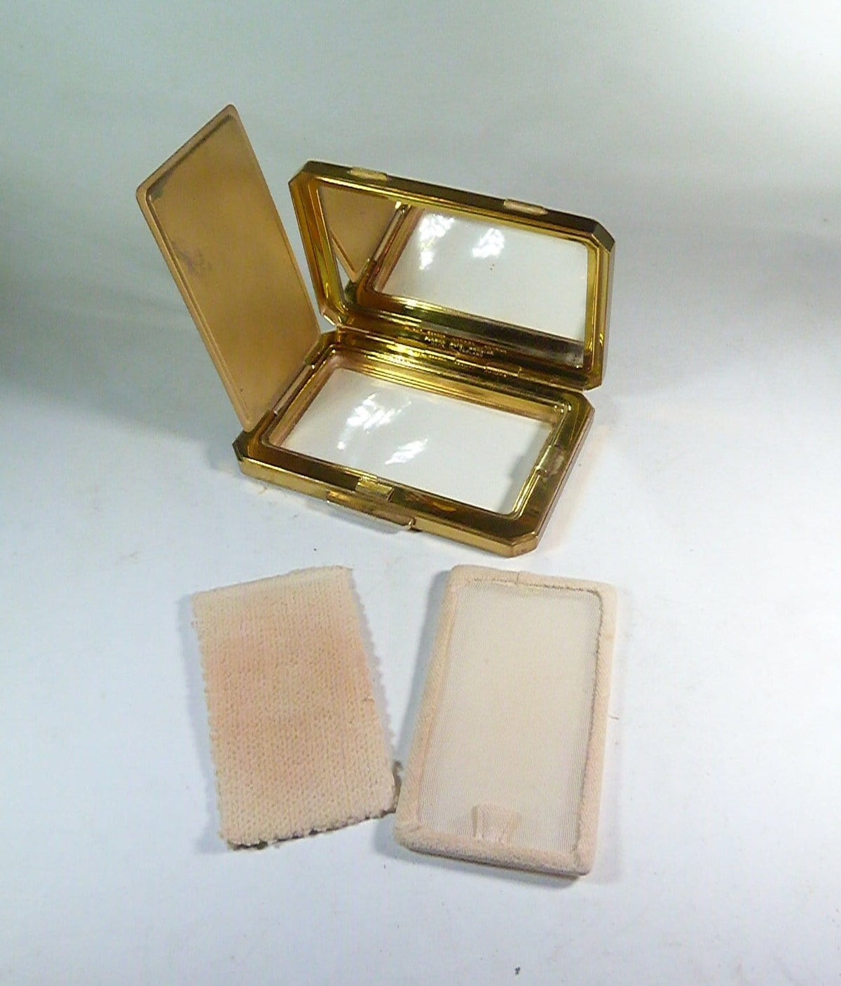 compacts for loose face powder uk