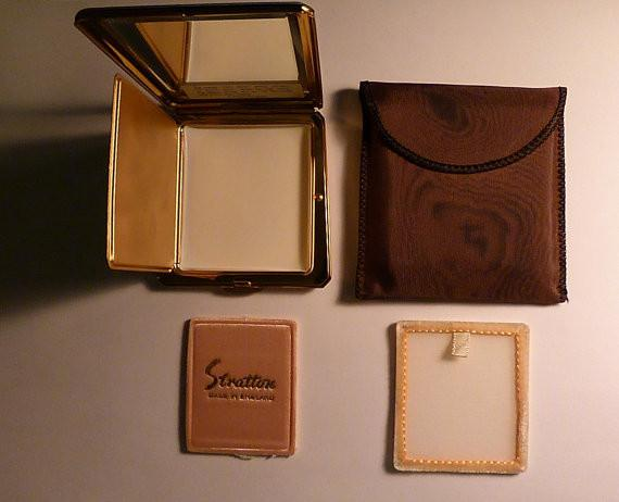 Rare Stratton Countess compact mirror unused NOS new old stock compacts 1962, 1963 / 1965 - The Vintage Compact Shop