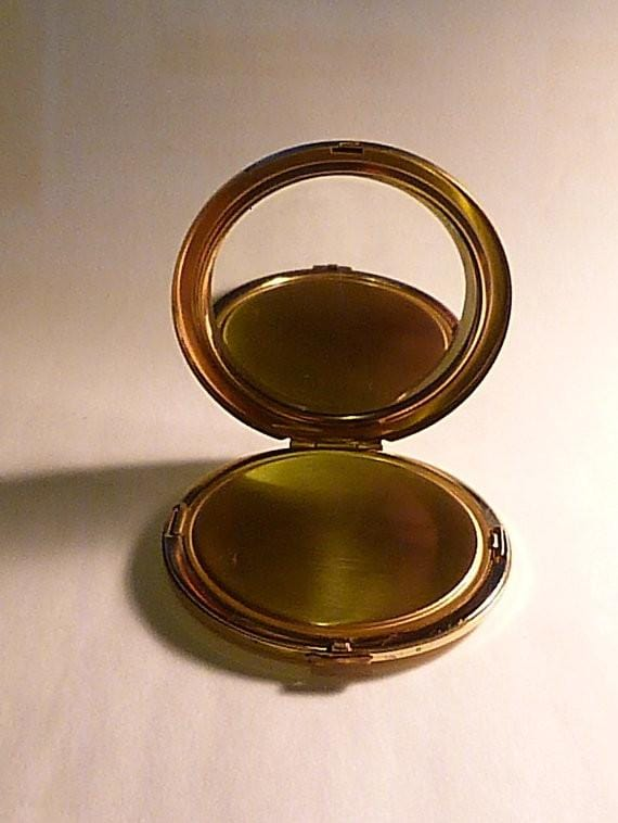 Vintage powder compacts 1950s compact mirrors wedding anniversary gifts pearl - The Vintage Compact Shop