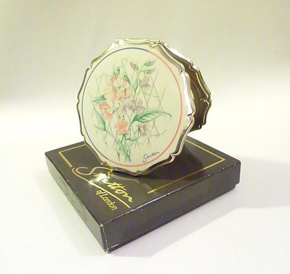 Vintage Stratton powder compact MINT CONDITION boxed enamel compact mirrors floral compacts bridesmaids compacts valentines day gifts - The Vintage Compact Shop