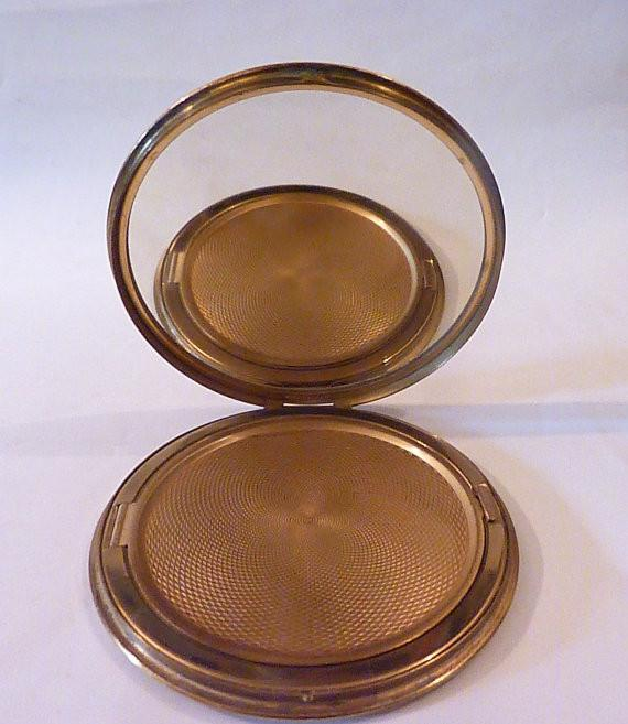 Vintage powder compacts for sale wedding party gifts maid of honor compact bridesmaids gifts vintage weddings bridesmaids compacts - The Vintage Compact Shop