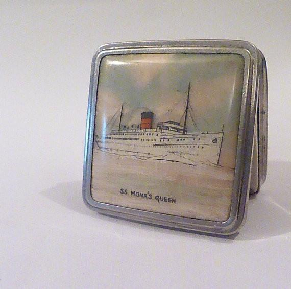Antique celluloid compacts Stratnoid compact mirror SS Mona's Queen free world wide shipping - The Vintage Compact Shop