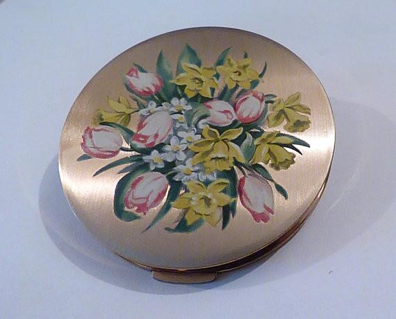"Vintage Stratton "" Scone "" Spring Bouquet Powder Compact compact mirror Stratton compact pocket mirror purse mirror - The Vintage Compact Shop"