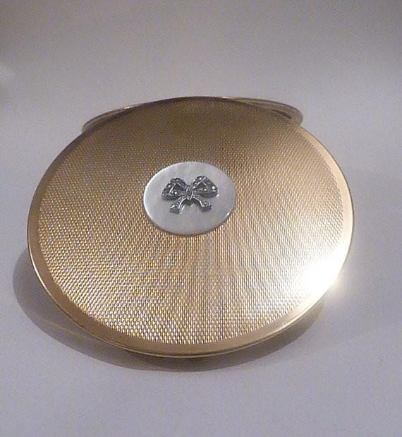 Vintage Compacts For Sale Pearl Wedding / 30th Anniversary Gifts For Her 1950s compact mirrors - The Vintage Compact Shop