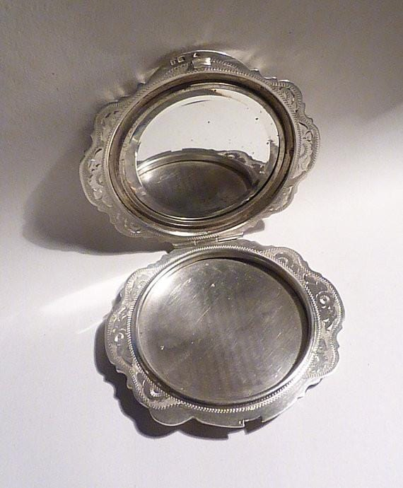 Solid silver compacts Czechoslovakian silver bright-cut compact mirror 1940s - The Vintage Compact Shop
