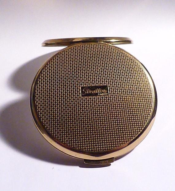 Vintage powder compacts gifts for her best friend / birthday gifts bridesmaids pocket mirrors