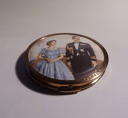 Rare Queen Elizabeth II and Prince Philip Stratton Corona powder compact 1950s