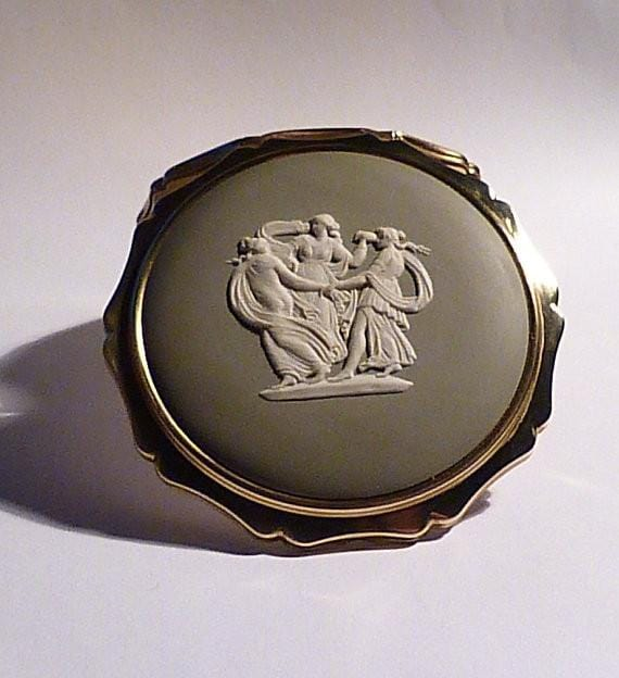 Sage green Wedgwood Stratton compact Three Graces compact vintage bridesmaids gifts 1970s - The Vintage Compact Shop