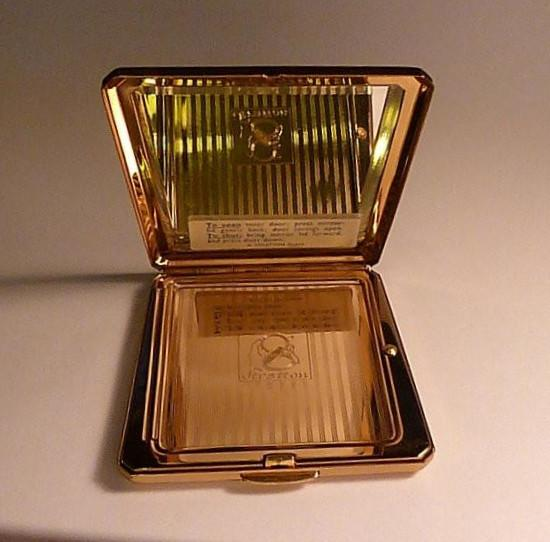 Rare Stratton Countess compact mirror unused NOS new old stock compacts 1962, 1963 / 1965