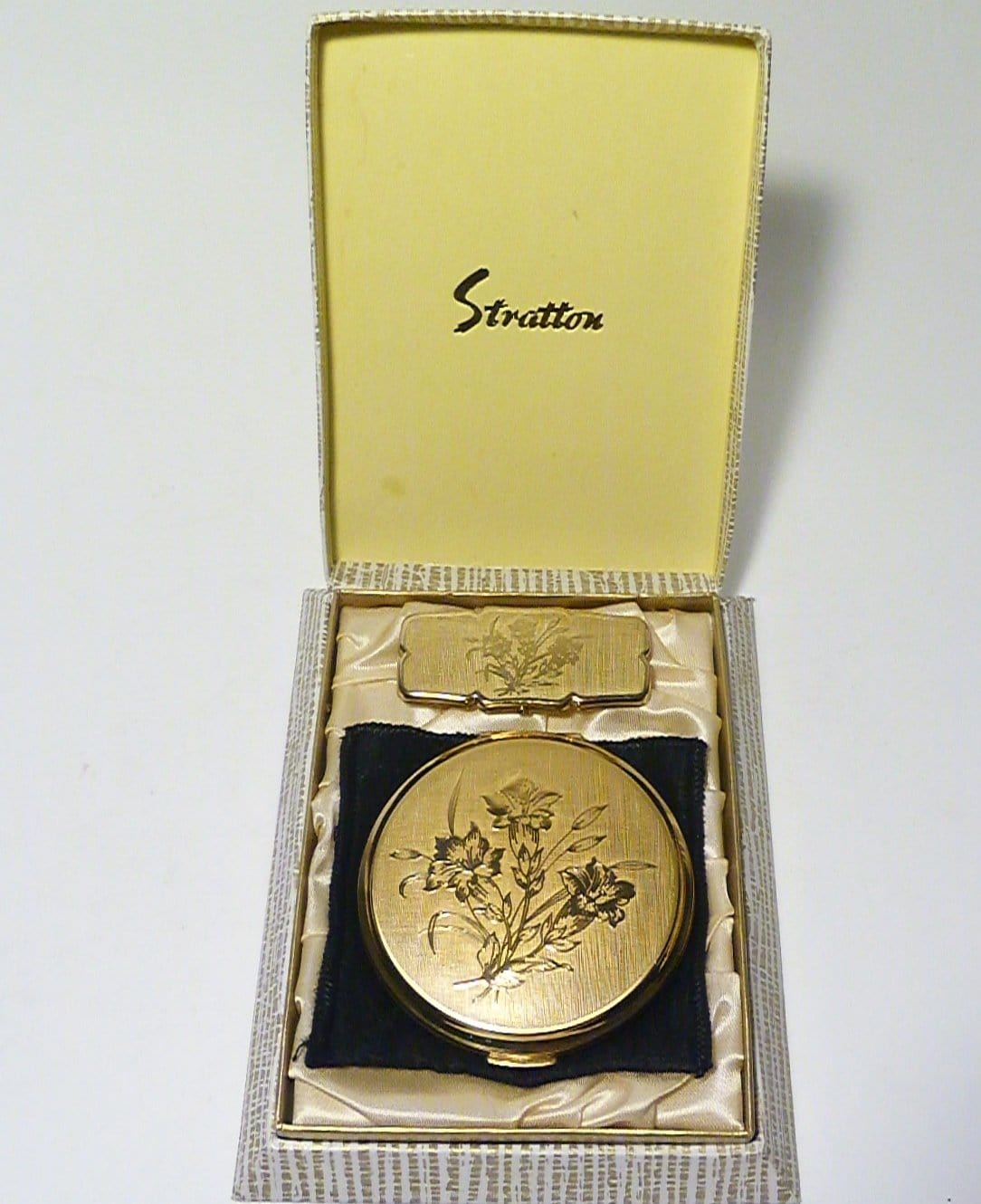 unused vintage stratton compacts