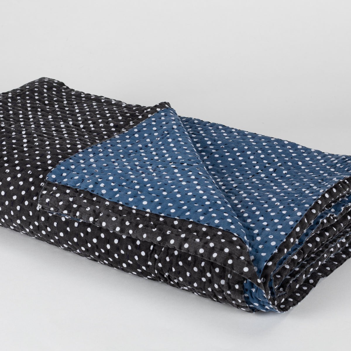 Load image into Gallery viewer, Printed Reversible Polka Dot Quilt