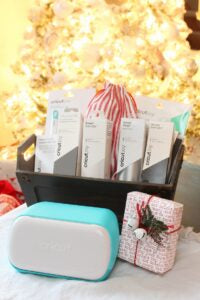 Cricut Joy makes the perfect holiday gift for any crafter in your life! Learn about everything the Cricut Joy has to offer as well as great product recommendations to put together a fun Cricut Joy gift basket.