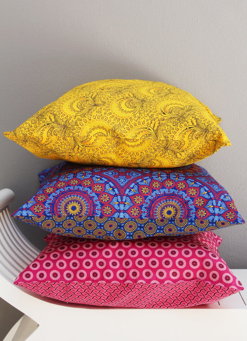 Choose from our mixed set of Shwe-shwe scatter cushions