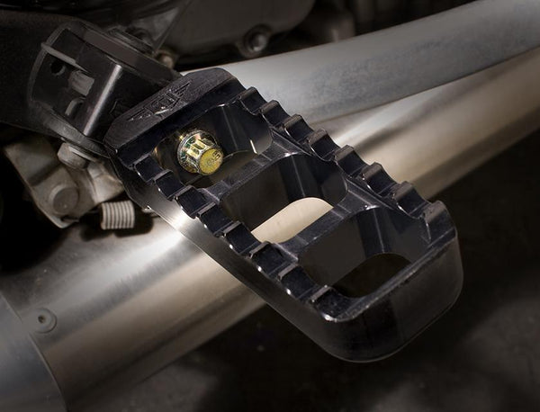 Joker Machine Bonneville Narrow Serrated Footpegs