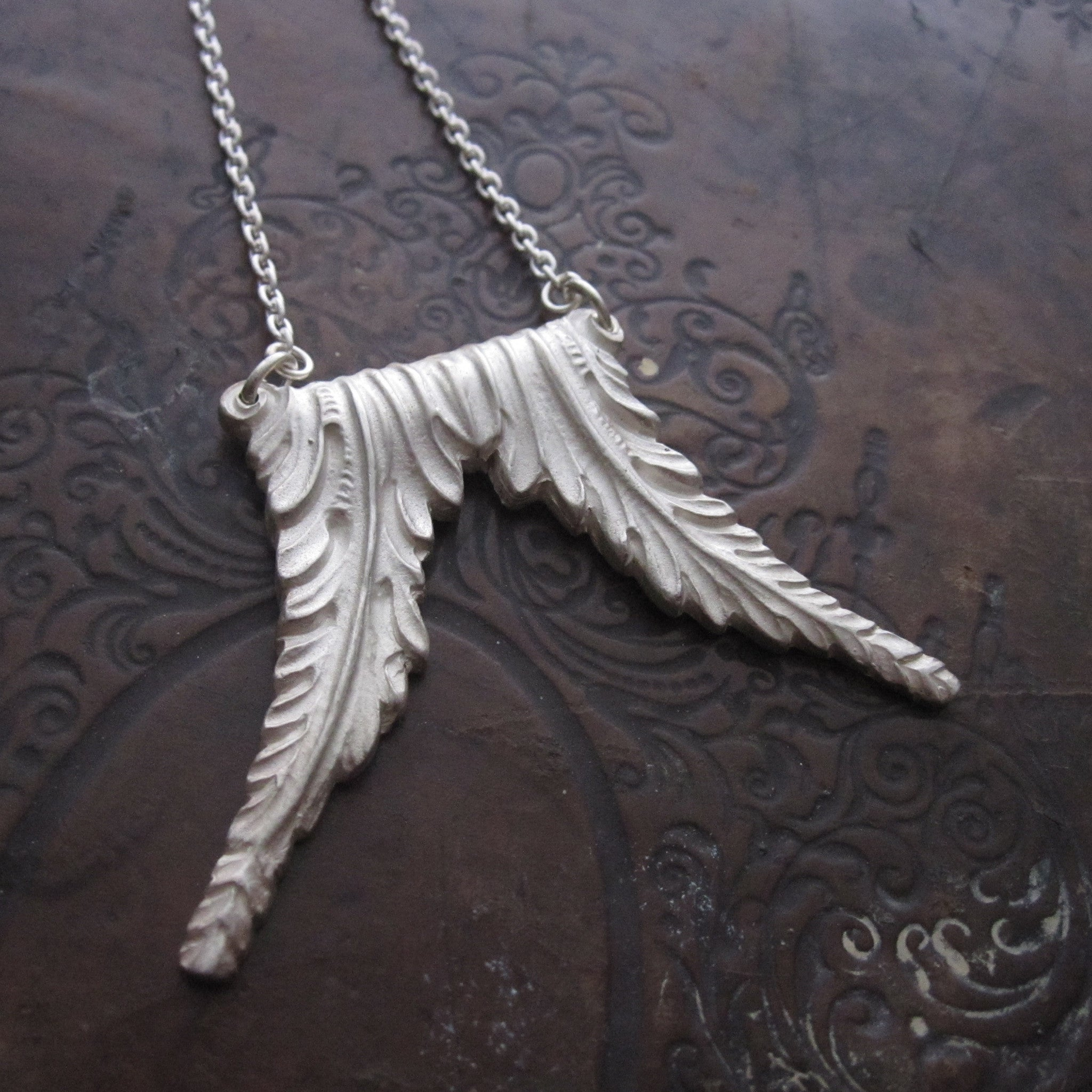 WDTS Sheffield Silver - Nouveau Feathers - White Silver