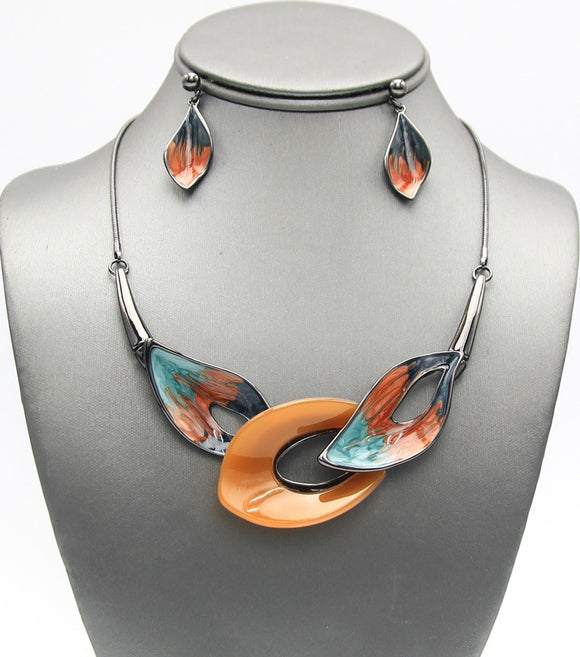 Enanmel Leaf Crafted Necklace Set
