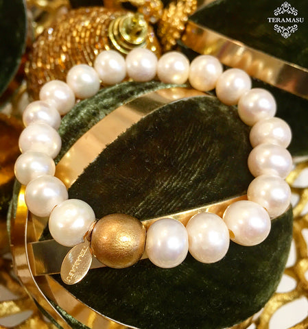 Teramasu Freshwater Pearl and Gold Bead Stretch Bracelet