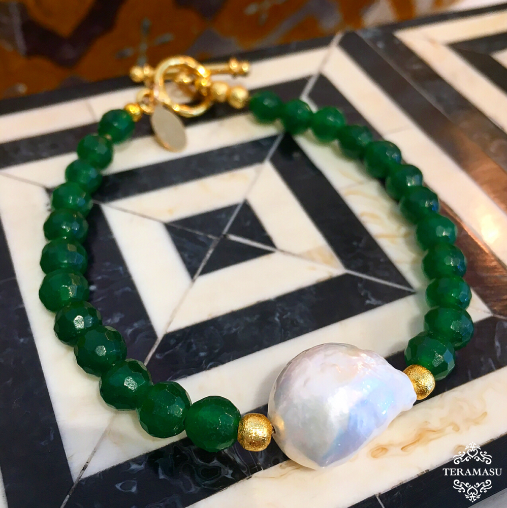 Teramasu Faceted Green Agate and Gold Bead Bracelet with Baroque Pearl