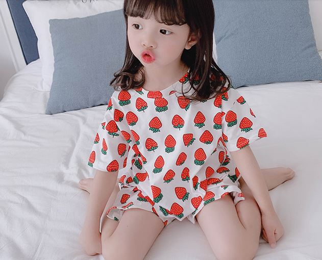 Home wear up to 8 years old  - Strawberries