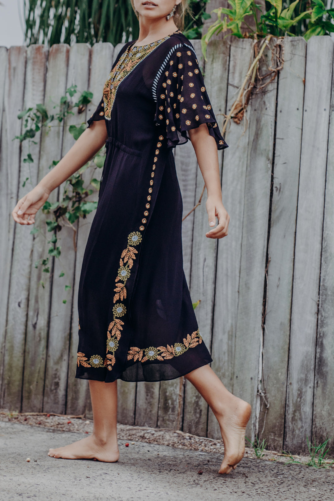 Saree Song Embroidered Kaftan Black Orchid