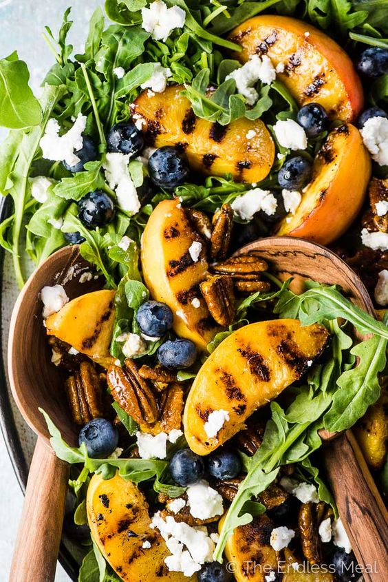 RECIPE : GRILLED PEACH SALAD WITH CURRY PECANS & HONEY VINAIGRETTE