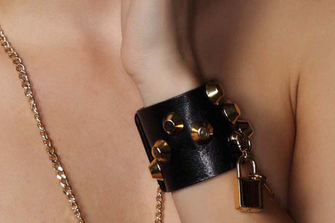 Chunky Love - Golden Studded Petite Leather Cuff Black With Lock