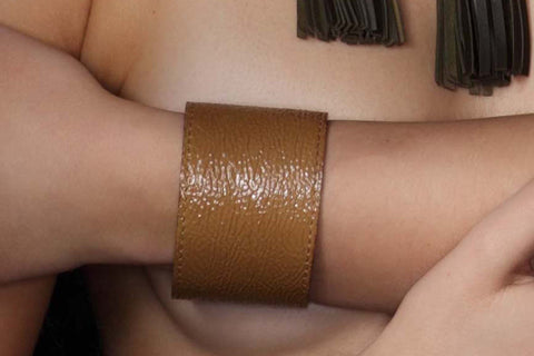 Chunky Love - Petite Leather Cuff Shiny Beige