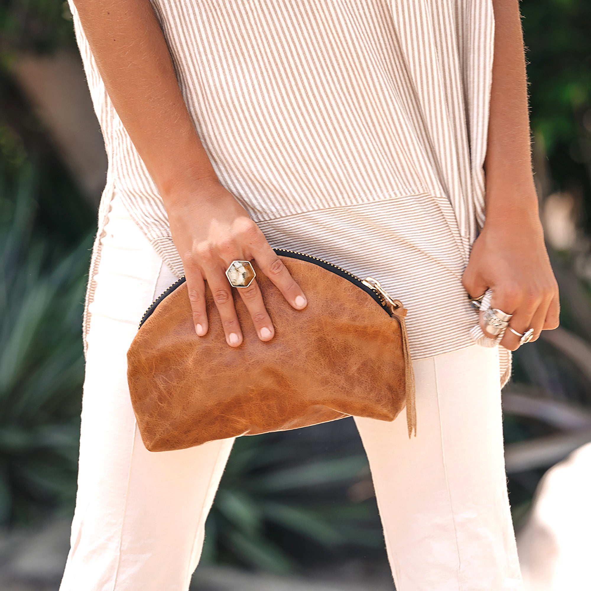 JAX KIMA HALF MOON CLUTCH / O+G - BROWN