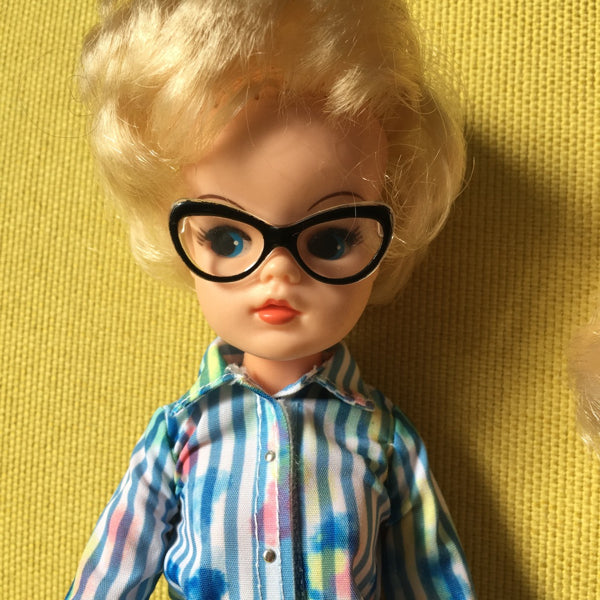 1980s short hair Sindy in Creatable World glasses