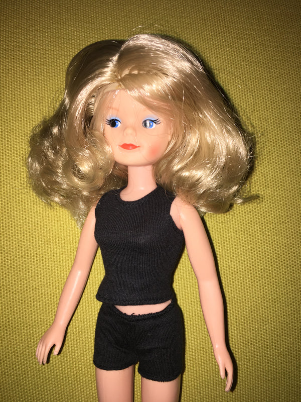 Smirky Sindy wearing wavy blonde wig.