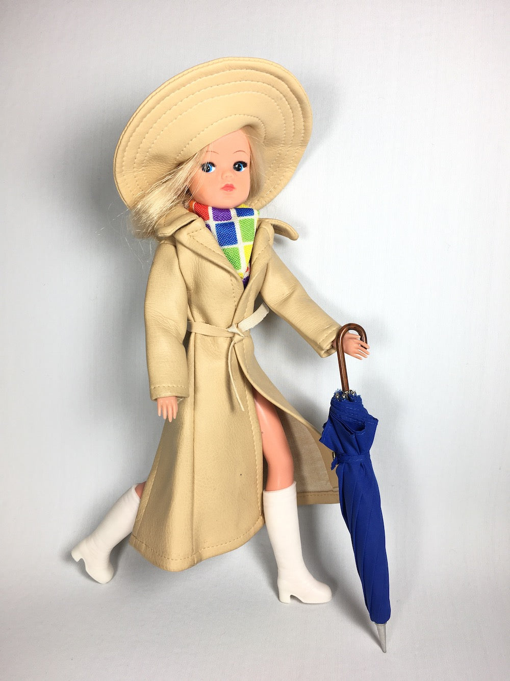 Sindy wearing Summer Showers 1976, with a blue umbrella prop
