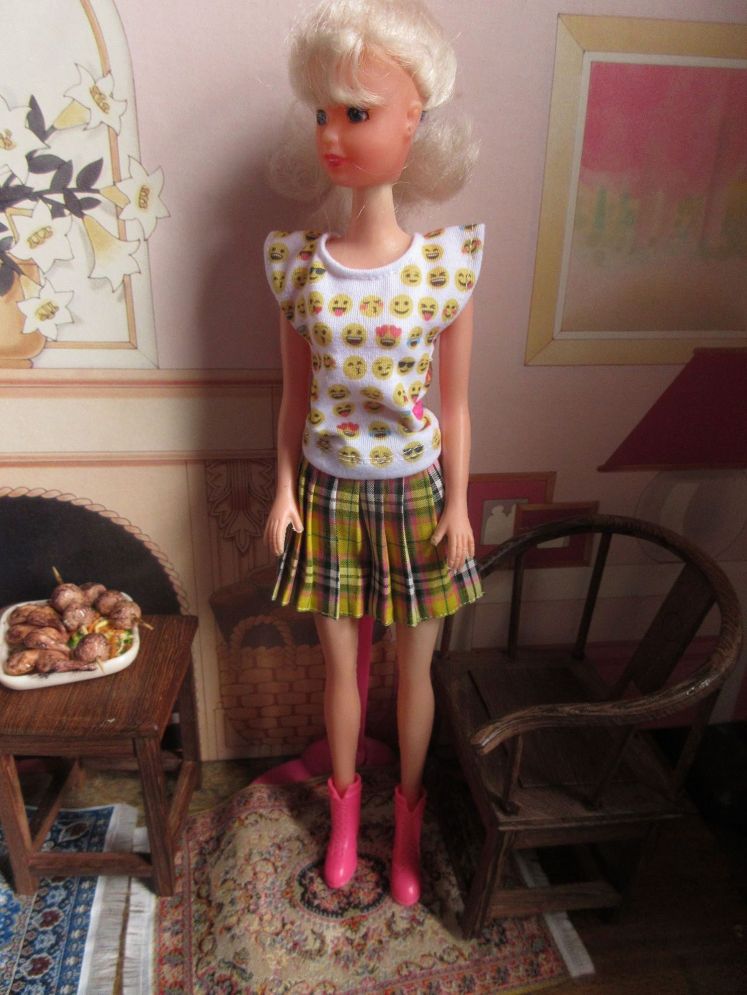 Peter Jeffery scene with Sindy in ShimmyShim T-shirt and yellow kilt.