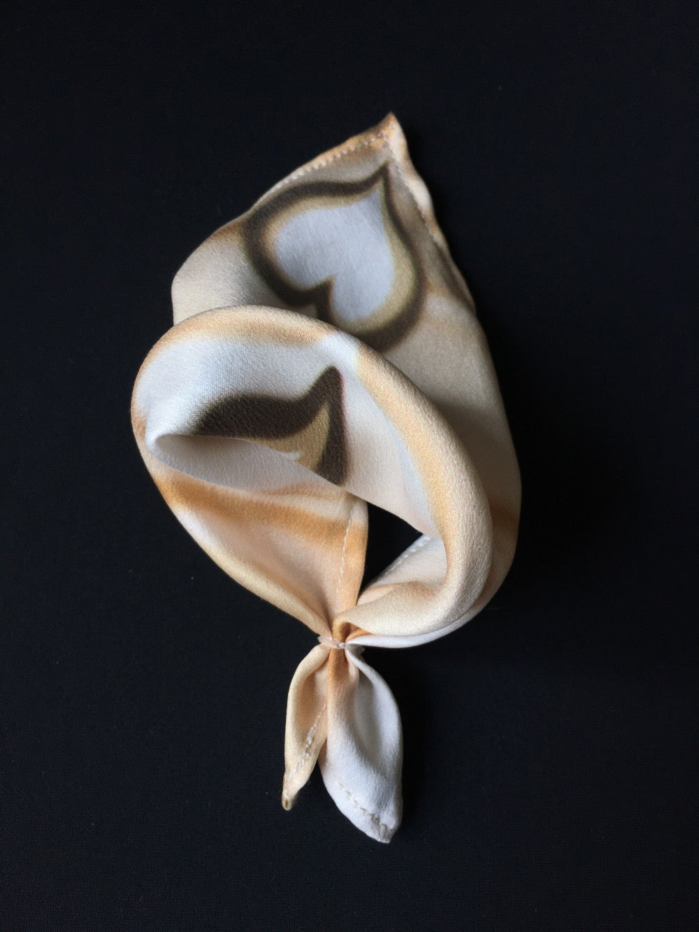 Scarf tied with elastic band