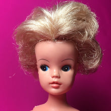 Load image into Gallery viewer, Sindy Funtime doll 1976 Pedigree ash blonde short hair click knees