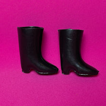 Load image into Gallery viewer, Trendy Sindy riding boots 1971 Pedigree 12S101 black hard plastic pointed mid heel
