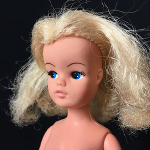 Sindy basic doll 1979 Pedigree blonde hair click knees 11 inch 1:6