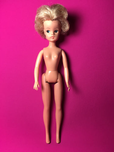 Sindy Funtime doll 1976 Pedigree ash blonde short hair click knees